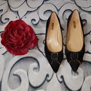 Tahari Morgan Pointed Toe Bow Kitten Heels 7M